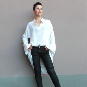 119_white_loose_shirt_front_maliinsstoore